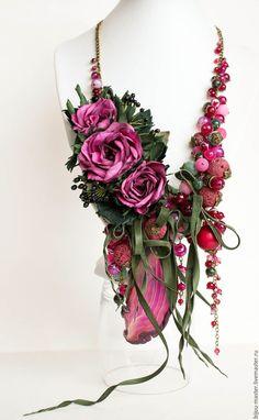 Купить комплект ЧЕРНОПЛОДКА И МАЛИНА - колье с розаими, колье с цветами, колье из камней
