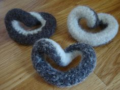 eco friendly teethers for babies / fidget or sensory toys for bigger kids Homemade Fidget Toys, Fidget Gadget, Desk Toys, Educational Activities For Kids, Kids Board, Sensory Processing, Sensory Toys, Baby Style, Felting