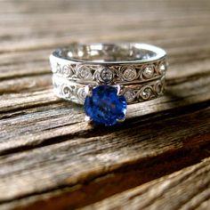 Anillo de compromiso de zafiro azul y la por SlowackJewelry en Etsy