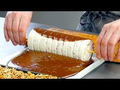 Il ne vous faut qu'une seule bouteille en plastique : tout le monde va adorer cette collation ! - YouTube Cold Desserts, Christmas Desserts, No Bake Desserts, Easy Desserts, Mousse Dessert, Dessert Bars, Snack Recipes, Dessert Recipes, Cooking Recipes