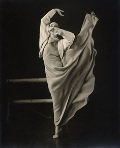 Martha Graham, performing in Frontier, 1935.