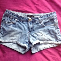 Forever 21 Lightwashed Shorts Forever 21 Light washed Shorts Size 27 Little bit distressed on the left side cuffed on the bottom Forever 21 Jeans