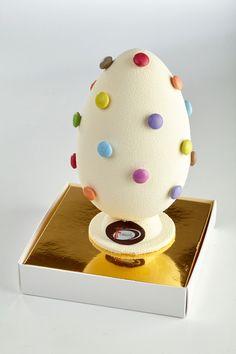 La Pasqua secondo il Maestro Sandro Ferretti Easter Chocolate, Chocolate Art, Chocolate Cookies, Chocolates, 3 Layer Cakes, Ballerina Cakes, Egg Cake, Chocolate Sculptures, Valentine Cake