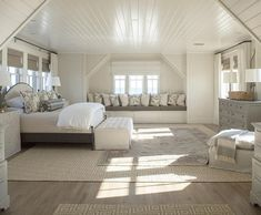 Cool 99 Modern Coastal Master Bedroom Decorating Ideas. More at http://www.99homy.com/2018/02/20/99-modern-coastal-master-bedroom-decorating-ideas/ #coastalbedroomsdecorating #coastalbedroomsmaster