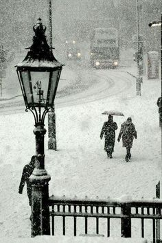 Snowy Day, Trafalgar Square, London photo via sandra. My daughter and I spent so much time at Trafalgar Square when we went last October Winter Szenen, Winter Magic, Winter Time, Winter Christmas, Winter Walk, London Christmas, Christmas Scenes, Thanksgiving Holiday, Victorian Christmas