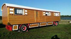 Zirkuswagen Schaustellerwagen Bauwagen Wohnwagen Holzwagen Diy Camper, Camper Caravan, Shepherds Hut, Tiny Apartments, Gypsy Wagon, Unusual Homes, Farm Stand, Tiny House Movement, Tiny House Living