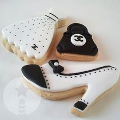 Fancy Cookies, Iced Cookies, Royal Icing Cookies, Cupcake Cookies, Sugar Cookies, Cupcakes, Chanel Cookies, Chanel Cake, Coco Chanel