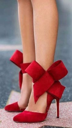 Did we say that these bowknot heels are budget friendly and coming in few magic colors