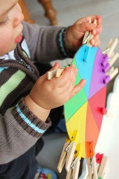 Activité d'éveil : Le jeu des pinces à linges (inspiration Montessori)