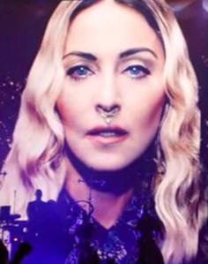 Que imagem linda ! Madonna ficou renascentista ao extremo nessa foto !!! #madonna #rebelhearttour