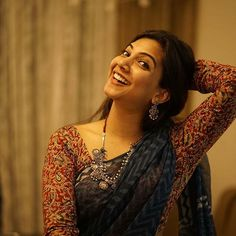 Sizzling images of Madonna Sebastian. Cotton Saree Designs, Silk Saree Blouse Designs, Fancy Blouse Designs, Sonam Kapoor, Deepika Padukone, Madonna, Mode Bollywood, Sari Bluse, Saree Jewellery