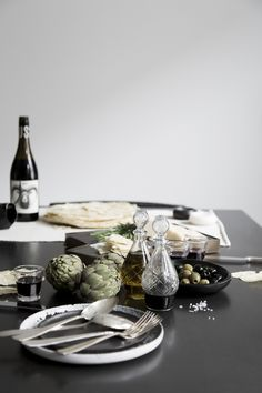 w/ Style - Portfolio 2016 | Concept, styling and Photography for #vtwonen love blogs #magazine #withstyle #withstylenu #concept #styling #photography #visualconcept #agency  #tablesetting #oil #panecaraseau #italiantablesetting #food #foodstories #foodphotography #wine