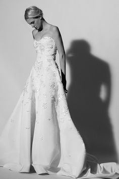 Fall in love with the varied and versatile new Carolina Herrera wedding dress collection for Spring 2018 - classic gowns and contemporary bridal separates. Short Wedding Gowns, New Wedding Dresses, Bridal Dresses, Floral Wedding, Bridal Lace, Bridal Style, Bridal Collection, Dress Collection, Carolina Herrera Bridal