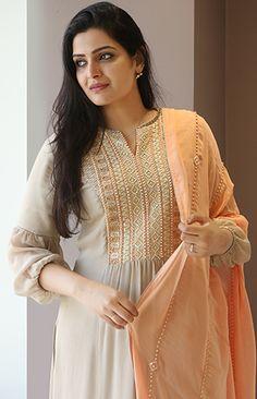 Contact us on 8004838566 Kurta Designs Women, Kurti Neck Designs, Dress Neck Designs, Salwar Designs, Saree Blouse Designs, Indian Designer Outfits, Indian Outfits, Salwar Dress, Anarkali