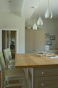 Kitchens - Decorating Ideas from Farrow & Ball Wall: Shaded White Modern Emulsion Woodwork: London Stone Estate Eggshell Ceiling: Strong White Modern Emulsion Home Decor Kitchen, Country Kitchen, New Kitchen, Kitchen Design, Kitchen Ideas, Kitchen Inspiration, Kitchen Island, Kitchen Walls, Stone Kitchen