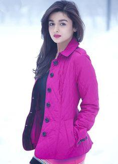 1 Alia b hatt Bollywood Girls, Indian Bollywood, Bollywood Actors, Bollywood Celebrities, Bollywood Fashion, Beautiful Bollywood Actress, Most Beautiful Indian Actress, Alia Bhatt Varun Dhawan, Alia Bhatt Photoshoot