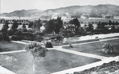Beverly Hills got it's name from the Massachusetts town, Beverly Farms in This is the bign when there was a pool/ fountain there Hollywood Homes, Old Hollywood, Beverly Hills Sign, Linear Park, Pool Fountain, Santa Monica Blvd, San Fernando Valley, Thing 1, California History