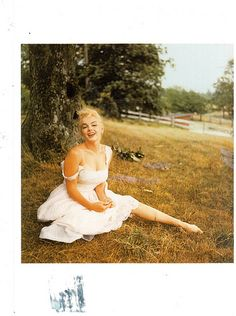 Postcrossing US-1943375 - Marilyn Monroe postcard from a Postcrosser in the United States who bought it while she was visiting Paris.