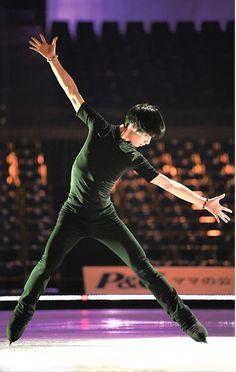 Human Poses Reference, Pose Reference Photo, Drawing Reference, Beautiful Boys, Pretty Boys, Yuzuru Hanyu, Japanese Figure Skater, World Figure Skating Championships, Cool Poses