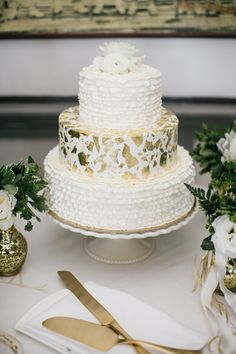Three-tiered Vanilla Cake with Gold Foil  #weddingcake #cakes