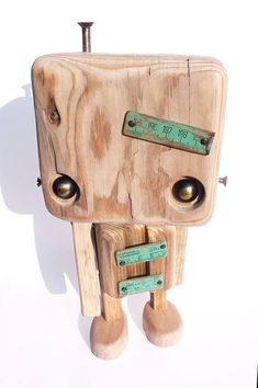 Robot de madera reciclada  el metro verde