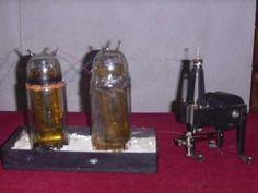 Invenţia românească ce ar putea schimba lumea zace uitată într-un seif! Blue Butterfly, Romania, Inventions, Light Bulb, It Works, Hardware, Bottle, Gadgets, Tech