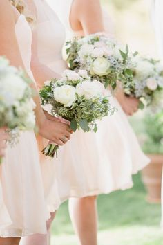 Spring bridesmaids: http://www.stylemepretty.com/little-black-book-blog/2015/02/12/classic-elegance-at-the-glenbrook-club/ | Photography: Elisabeth Millay - http://www.elisabethmillay.com/