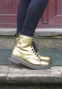 gold doc martens. I REALLY WANT SOME.