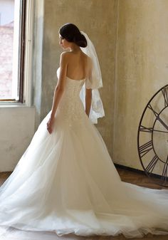 TRUE LOVE » Wedding Dresses » Love Story 2013 Collection » Bien Savvy (back)