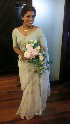 Simple and beautiful saree Sri Lankan Wedding Saree, Kerala Wedding Saree, Wedding Sari, Wedding Attire, Wedding Bouquet, Wedding Dresses, Kerala Saree, Christian Wedding Sarees, Christian Bride