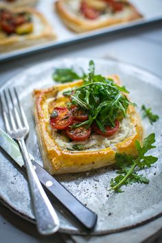 Take one sheet of store-bought puff pastry and pile it high with lots of delicious summer ingredients and, hey presto, you get these beautiful tomato tarts! Tomato Tart Puff Pastry, Puff Pastry Recipes Savory, Savory Tart, Savoury Baking, Entree Recipes, Veg Recipes, Light Recipes, Summer Recipes, Vegetarian Starters