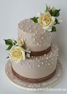 https://www.facebook.com/sweetblossomcakes/photos/pb.299501983433483.-2207520000.1403371549./677988062251538/?type=3