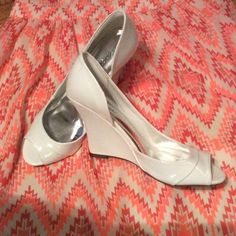 Beautiful white DELICIOUS shoes sz 7, look new! Very pretty white Delicious size 7 shoes. I LOVED them, but I need a 6.5...so sad!! PERFECT for summer!!! NO SCUFFS OR SCRATCHES AT ALL!!! Delicious Shoes Heels