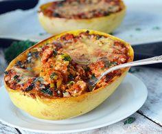 Courge Spaghetti à la Saucisse, Chou Kale et Fromage Oka: tout gratiné avec du fromage Oka. C'est tellement simple à faire ...