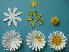 Paper Quilling Flower Tutorial Paperqui Paperflowertutorial - Diy Crafts - DIY & Crafts Quilling would be the art of creating photos, objects and object How To Make Paper Flowers, Giant Paper Flowers, Diy Flowers, Fabric Flowers, Paper Sunflowers, Flower Paper, Paper Punch Art, Paper Daisy, Paper Flower Tutorial