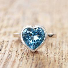 London Blu Topaz Heart Ring Silver 925 di AliceMagnin su Etsy, $195.00