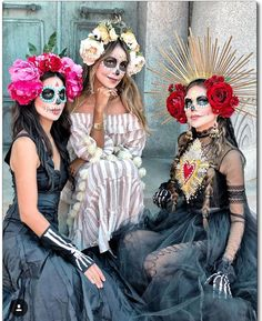 🖤SiSTeRS FoReVeR🖤 The bond we have is incredible. We are so different, yet so alike. We constantly disagree and argue all the time, but our… Halloween Look, Theme Halloween, Halloween Makeup Looks, Costume Halloween, Diy Costumes, Halloween 2018, Costume Catrina, Calavera Costume Ideas, Sugar Skull Costume