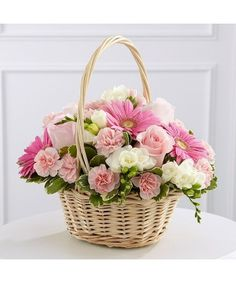 Extend your deepest sympathy to someone who has lost a loved one by sending them a loving bouquet or arrangement of sympathy flowers. Birthday Flower Delivery, Flower Delivery Service, Same Day Flower Delivery, Basket Flower Arrangements, Funeral Flower Arrangements, Funeral Flowers, Mini Carnations, Sympathy Flowers, Flowers Online