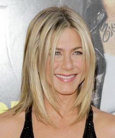 View yourself with Jennifer Aniston hairstyles and hair colors. View styling steps and see which Jennifer Aniston hairstyles suit you best. Jennifer Aniston Style, Jennifer Aniston Long Bob, Medium Hair Cuts, Medium Hair Styles, Long Hair Styles, Medium Cut, Cut My Hair, New Hair, Thin Hair