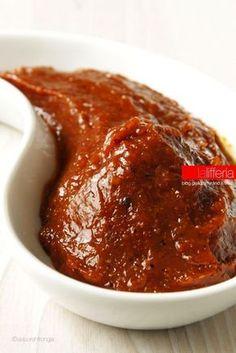 Salsa BBQ (salsa barbecue) fatta in casa - Homemade Pizza Barbacoa, Chimichurri, Mousse, Pesto, Creative Food, Street Food, Italian Recipes, Love Food, Sweet Recipes