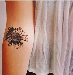 Beautiful Arm Daisy Tattoo but I would put it somewhere else