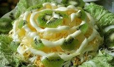 Очень красивый и вкусный салат «Хелел» украсит любой праздничный стол. Благодаря продуктам входящим в его состав, он имеет сложный, неповторимый вкус! Ингредиенты: шампиньонов — 300 гр куриного филе — 300 гр сметаны — 150 гр сыра — 100 гр яйцо куриное — 3 шт маленькая банка