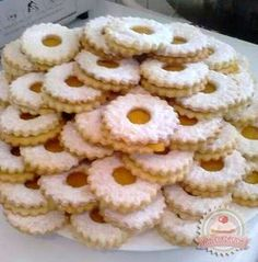 Isteni finom linzerkarika **Katt a képre, ha érdekel a receptje is** Hungarian Desserts, Hungarian Recipes, Italian Desserts, No Bake Desserts, Dessert Recipes, Waffle Cake, Homemade Cakes, Macaroons, Cake Cookies
