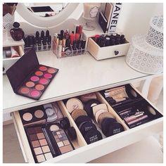 Meninas que amam maquiagens.