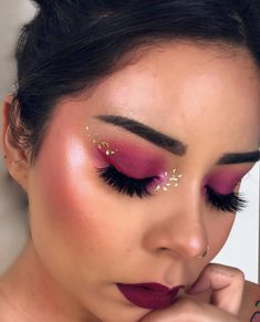 On Wednesdays we wear pink! Beautiful look by Crown Ambassador We Wear, How To Wear, Crown, Pink, Beautiful, Jewelry, Fashion, Make Up, Corona