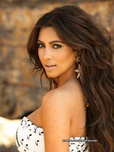 Kim Kardashian her hair is gorgeous