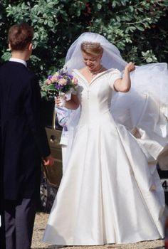 Lady Helen Windsor adjusting her veil before her wedding ceremony at St George's Chapel - 1992