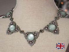 cabochon 16mm  - 6mm perle  - Perle 4mm  - 6x4mm rondelle perline  - 11/0 perline cilindro (di Delica)  - 15/0 seedbeads   - anellini  - chiusuraTutorial per la collana 'Trinity' - English