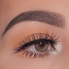 Nothing but for this #benefitbrows look! @hvnnne goes for #preciselymybrowpencil in shade 4 to achieve total brow perfection! #regram…