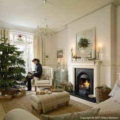 Vintage French Soul ~ Marie McMillen in the sitting room of her home in Belfast at Christmas time. Christmas Living Rooms, New Living Room, Home And Living, Living Room Decor, Modern Living, Victorian Living Room, 1930s Living Room, 1930s House Interior Living Rooms, Interior Livingroom